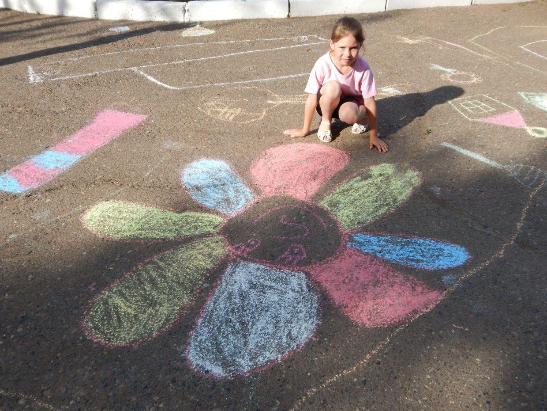 Рисунок на асфальте дети фото
